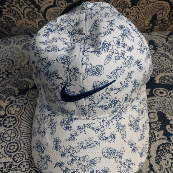 Nike Accessories - Nike Women's Floral Cap